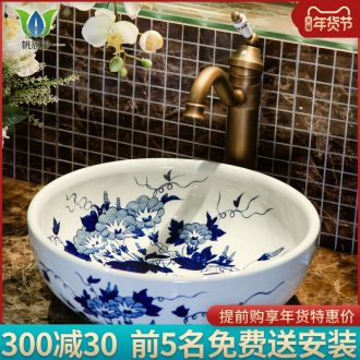 On the blue and white porcelain basin bowl sink basin lavatory toilet Chinese style household ceramics art