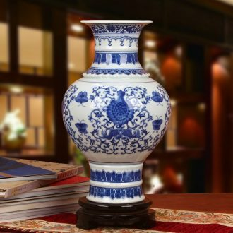 Chinese study of jingdezhen ceramics furnishing articles furnishing articles Pisces flower butterfly vase of blue and white porcelain sitting room adornment