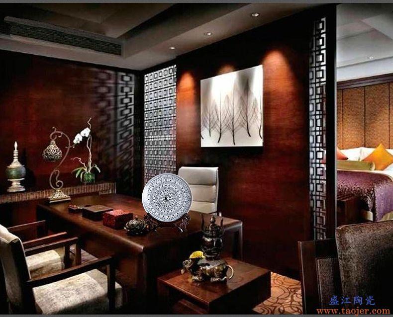 景德镇陶瓷器摆件家居装饰品挂盘中式工艺品客厅酒柜装饰盘镇宅