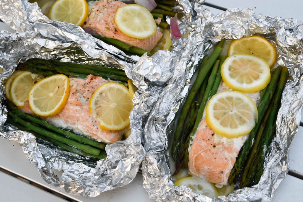 Grilled salmon and aspaaragus packets