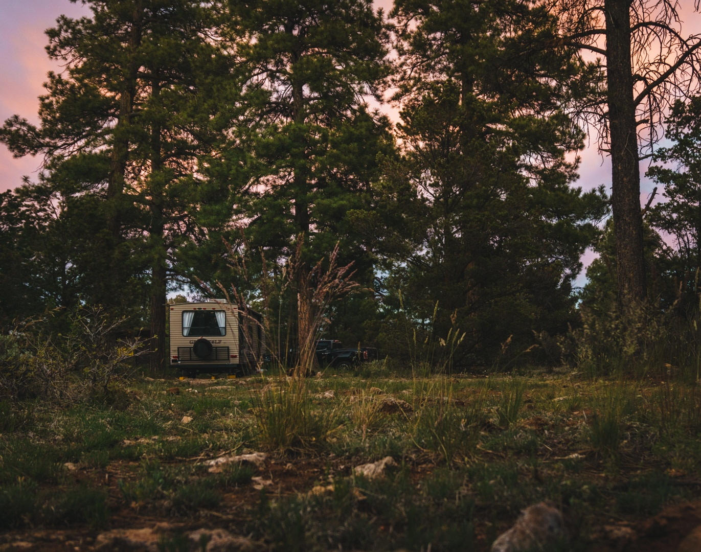 A boondocking spot along the US Forest Road popular with RVers visiting the Grand Canyon.