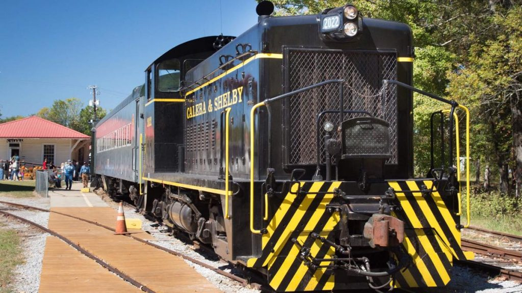 Excursion Trains in Alabama - Heart of Dixie Railroad Diesel Engine