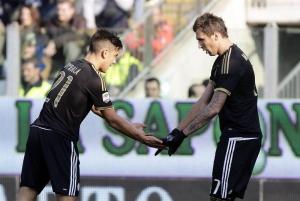 Dybala (i) y Mandzukic, de la Juventus.