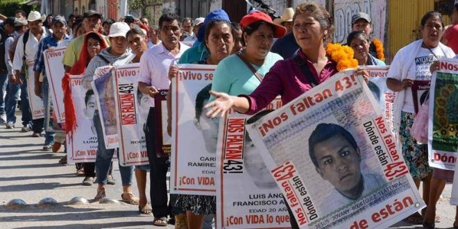 Familiares y amigos de los 43 estudiantes desaparecidos de Ayotzinapa. Archivo/.