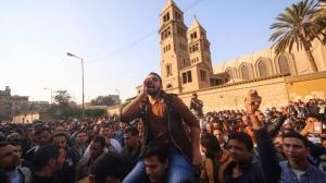 Catolicos coptos protestan contra el terrorismo en las afueras de la Catedral de San Marcos, El Cairo. EFE