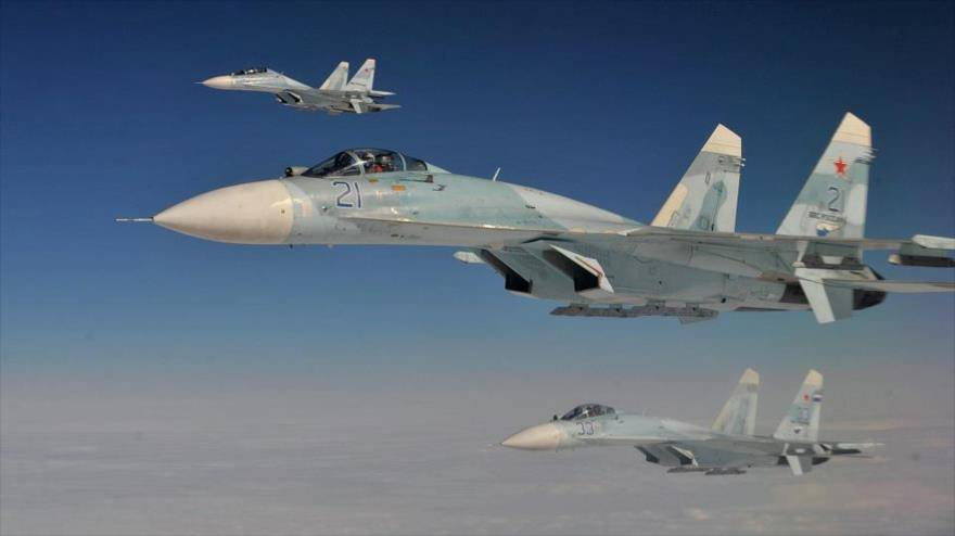 Cazas rusos SU-27. Sputnik