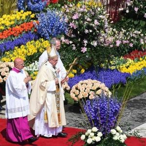 Celebración del Domingo de Pascua en la Plaza de San Pedro. EFE