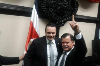 Al centro, el diputado Gonzalo Ramirez, nuevo Presidente de la Asamblea Legislstiva. Foto FB