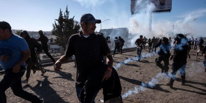 EEUU usa gas contra migrantes en frontera con México. Redes