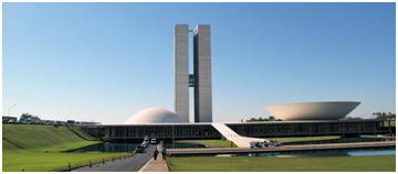 El Parlamento moderno más hermoso del mundo, para conocedores de arquitectura, es el de Brasil, por su lenguaje estético y simbolismo profundo de su volumetría y concepción espacial.