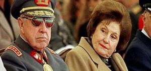 El dictador Pinochet y su esposa Lucia. Archivo