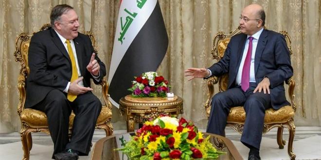 El presidente iraquí, Bahram Salih, conversa con el secretario de Estado estadounidense, Mike Pompeo (i), durante su reunión en Bagdad. EFE