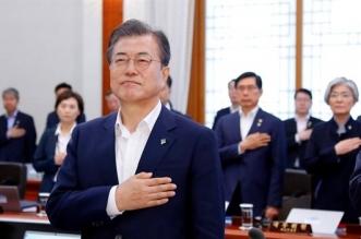 El presidente surcoreano, Moon Jae-in (d).