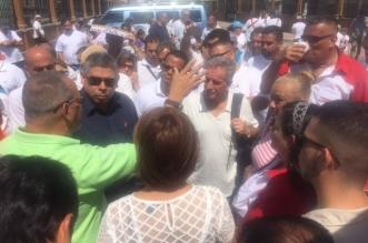 El diputado Camacho participó en la manifestación de transportistas de estudiantes realizada frente a las instalaciones del MOPT. Foto por: Frente Amplio.