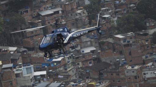 Helicóptero de la policía de Río de Janeiro. Redes