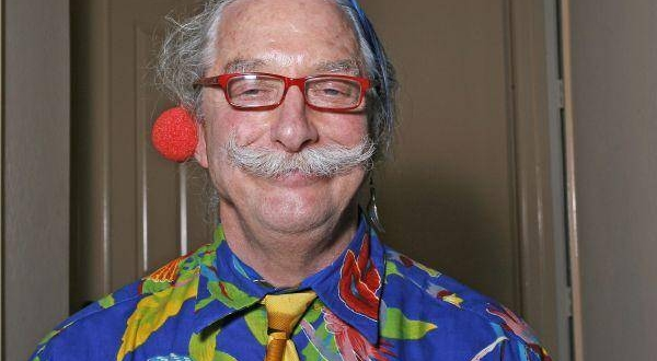 "Dr. Hunter Campbell ""Patch"" Adams. Redes"