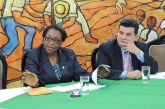 Diputada Mauren Clarke y Segio Alfaro, Ministro de la Presidencia.