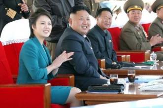 Kim Jong-un, junto a su esposa Ri Sol-ju. KCNA