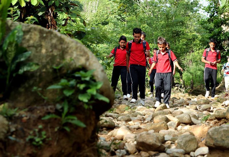 Niños estudian en medio de las balas de una guerra que persiste en Colombia  – Diario Digital Nuestro País
