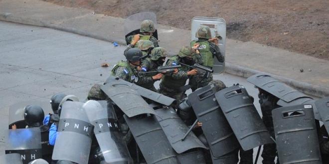 Represión policial en Honduras a protestas contra el fraude electoral. Archivo