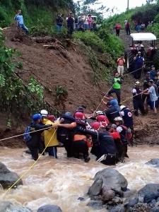 Rescate durante la emergencia en la Zona Norte. Cortesía CP