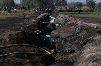 Vista general de una toma clandestina de gasolina de Petróleos Mexicanos (Pemex). Archivo