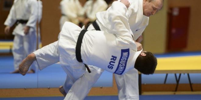 Vladímir Putin participa en exhibición del equipo nacional de judo. Archivo/ Sputnik