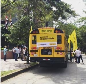 Bus de los indignados Foto tomada del Instagram de Edgardo Araya