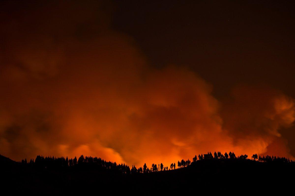 El incendio de Gran Canaria sigue sin control y afecta ya a unas 3.400 hectáreas