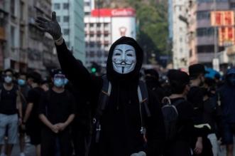 Manifestantes usan máscaras en Hong Kong. Twitter