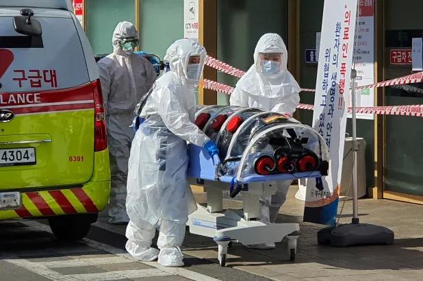 Resultado de imagen de Corea del Sur confirma su segunda muerte por coronavirus y duplica la cifra de casos en 24 horas