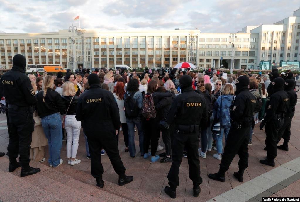 Detienen a más de 700 que marcharon vs presidente bielorruso