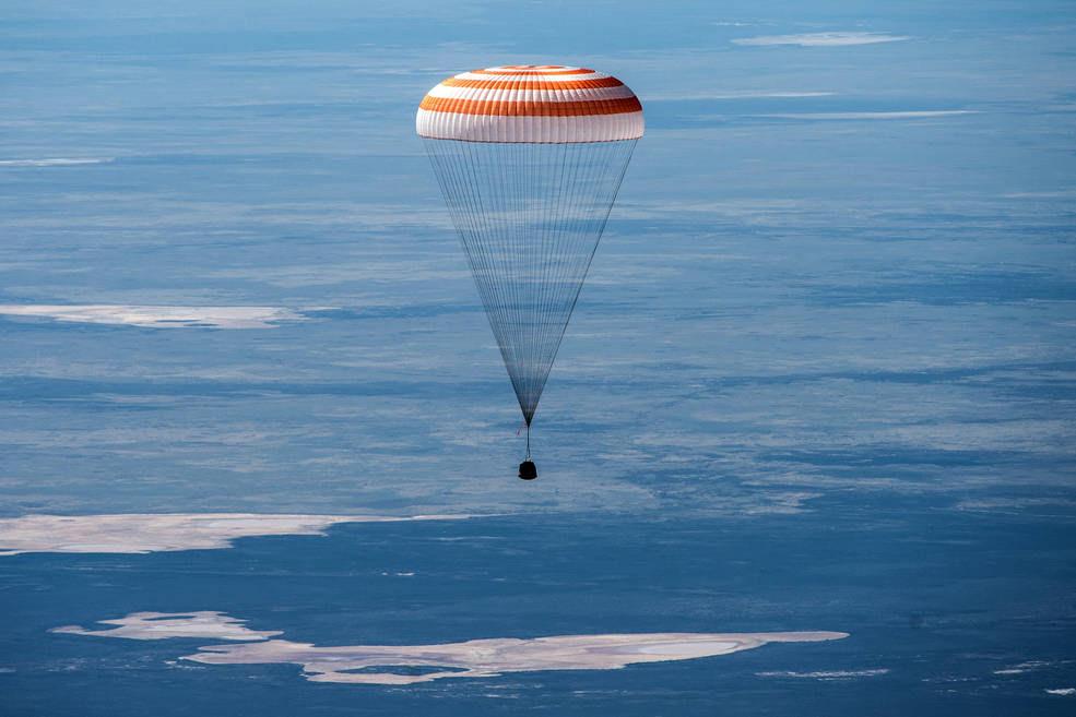 Hoy volvieron tres astronautas después de estar 6 meses en el espacio