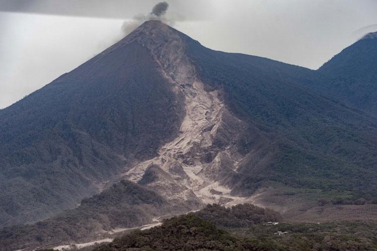 Volcán de Fuego registra hasta 12 explosiones por hora