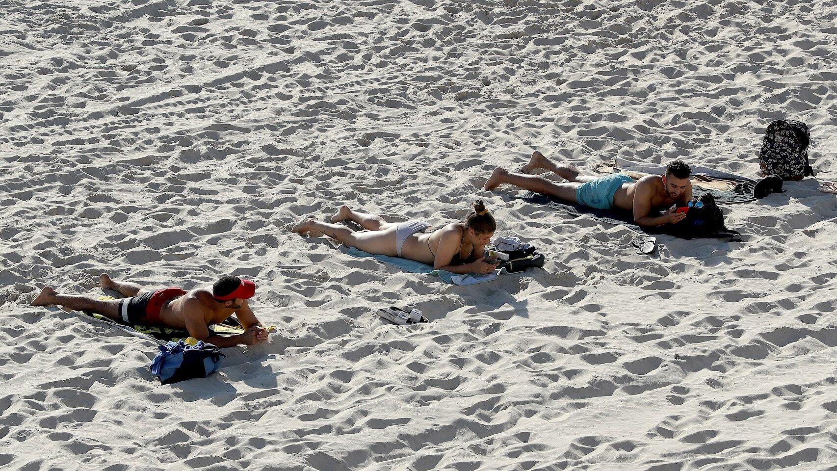 Italia reabre sus playas con la ayuda de apps y de vigilantes ...