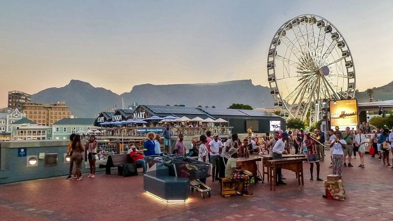 Artistas locais em V&A Waterfront na Cidade do Cabo