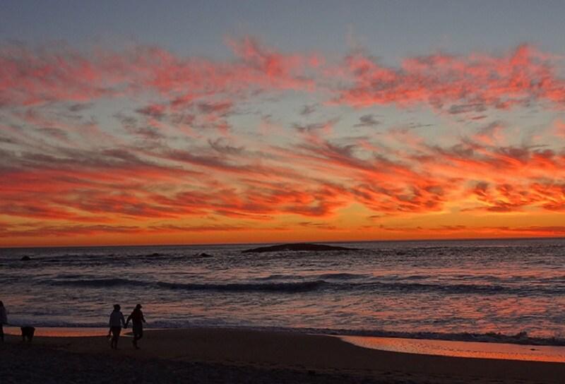 Pôr do sol em Camps Bay na Cidade do Cabo