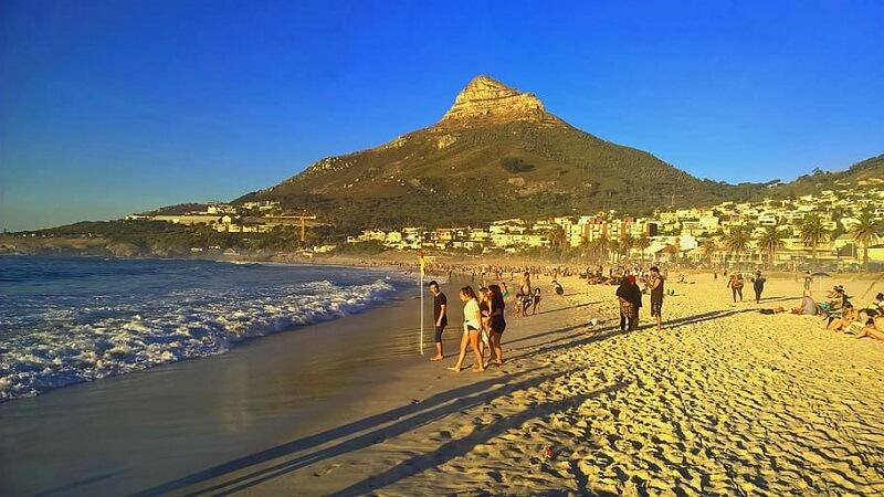 Cenário de Camps Bay na Cidade do Cabo