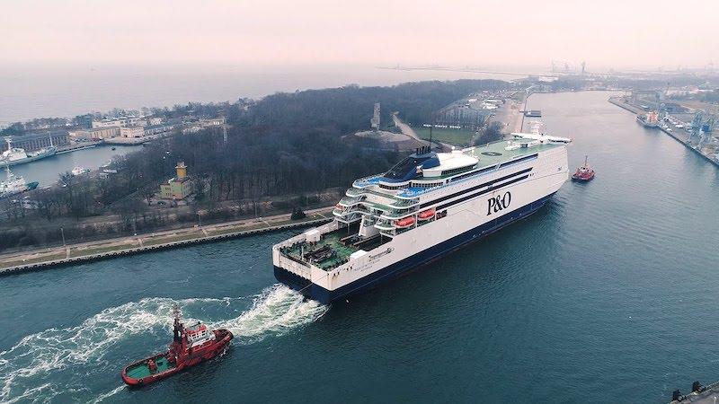 Ferry boat P&O Ferries em Roterdã na Holanda