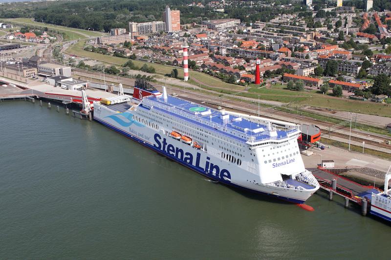 Porto de ferry boat em Roterdã na Holanda