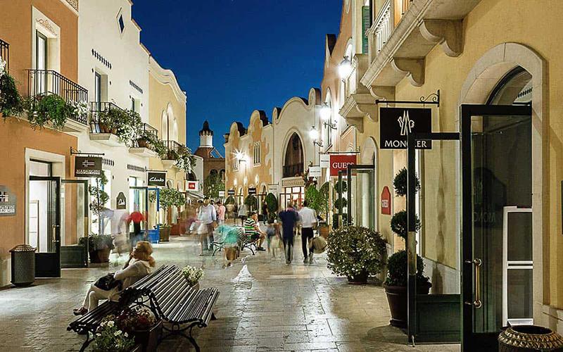 La Roca Village Outlet Shopping