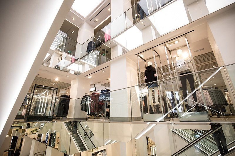 Interior da Loja H&M em Barcelona
