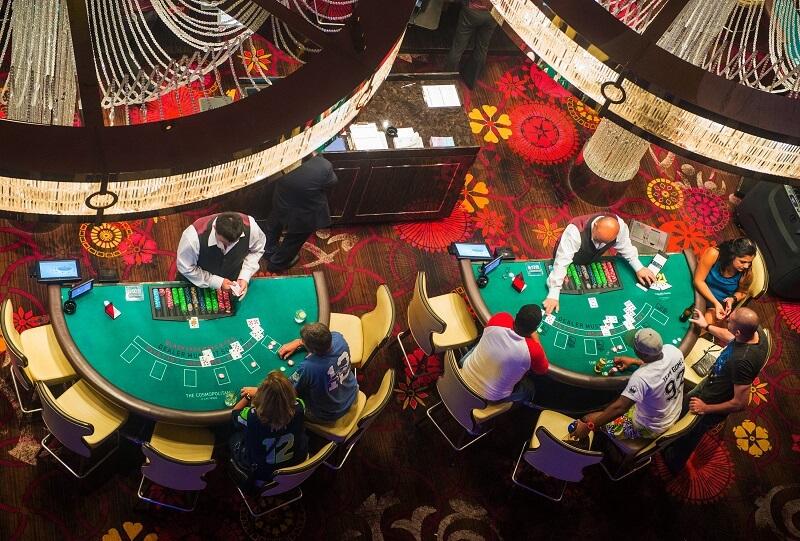 Cassinos em Las Vegas - Pessoas jogando