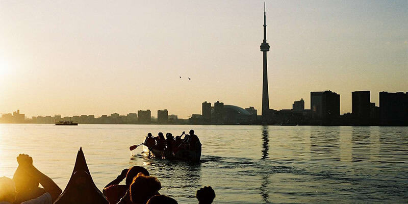 Fim de tarde na excursão de canoa pelas Ilhas de Toronto