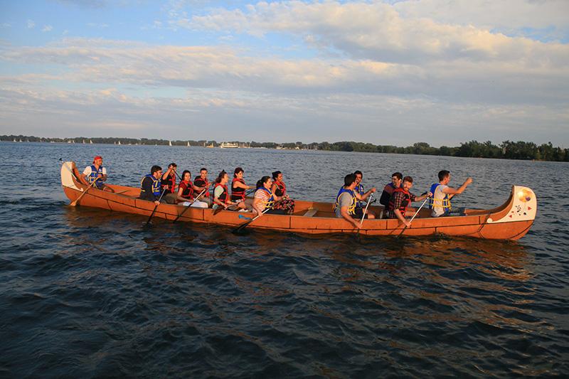 Grupo na excursão de canoa pelas Ilhas de Toronto