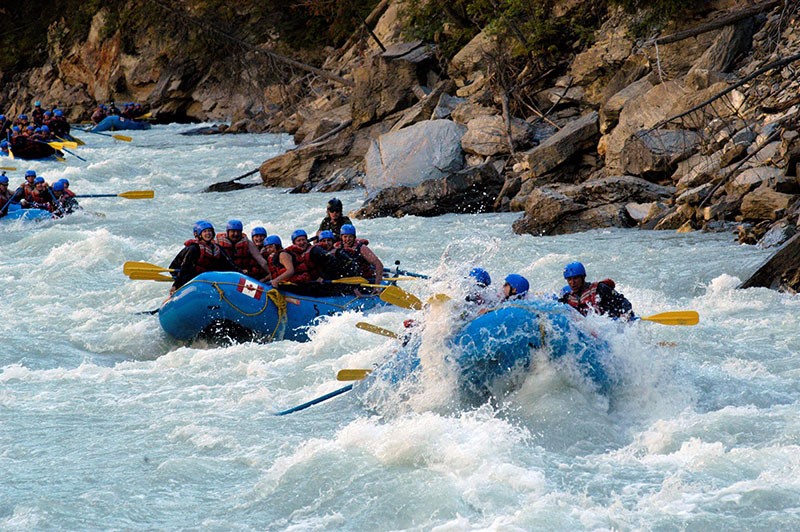 Diversão no Passeio de Rafting em Banff