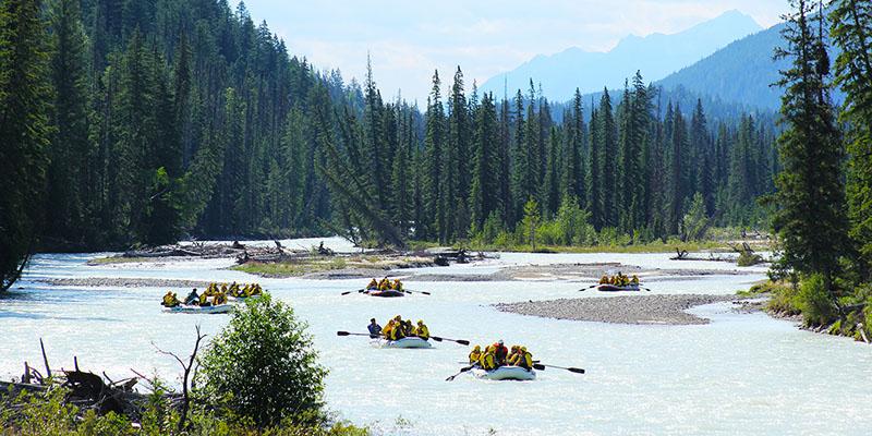 Grupo no Passeio de Rafting em Banff
