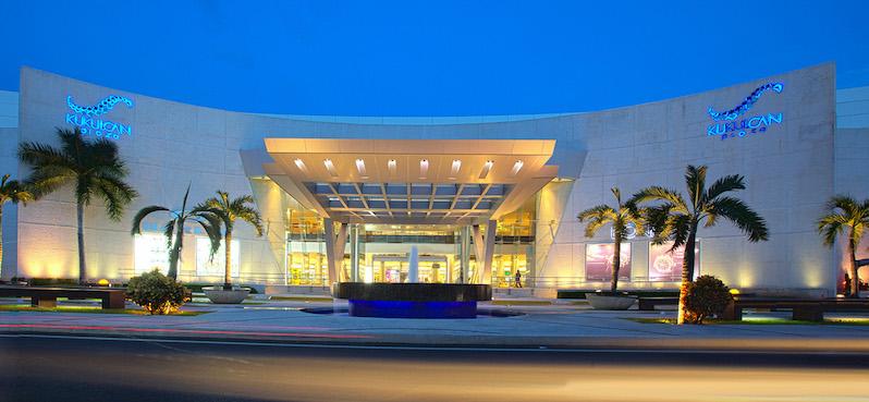 Fachada de shopping Kukulcan Plaza em Cancún