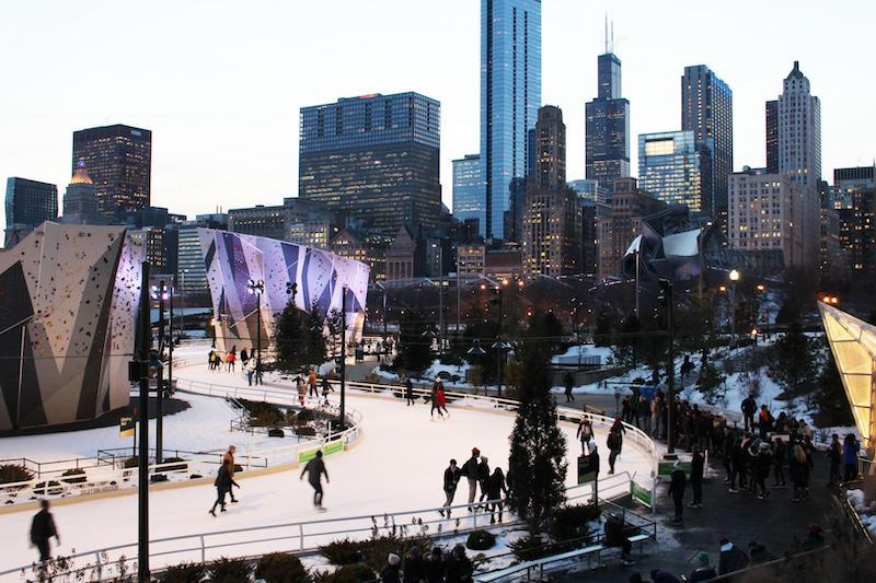 Natal em Chicago: patinação no gelo no Maggie Daley Park