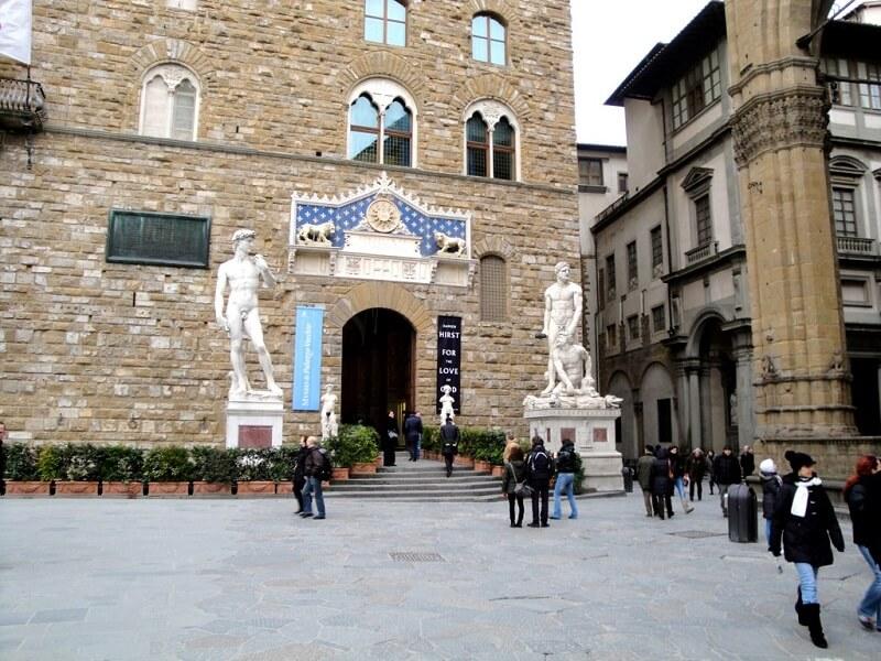 Entrada da Galeria Accademia em Florença
